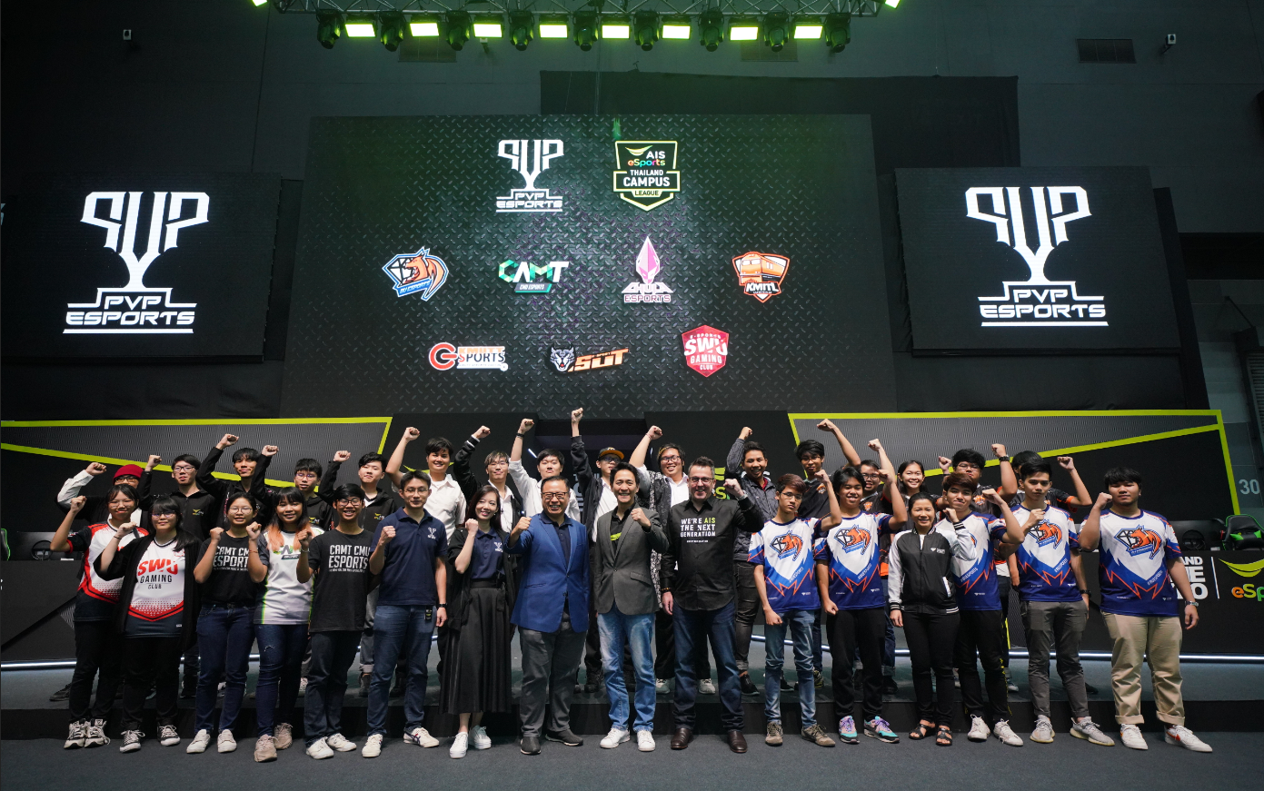 Singtel and AIS representatives at PVP esports community leagues 2020 launch (student gamers photo op)